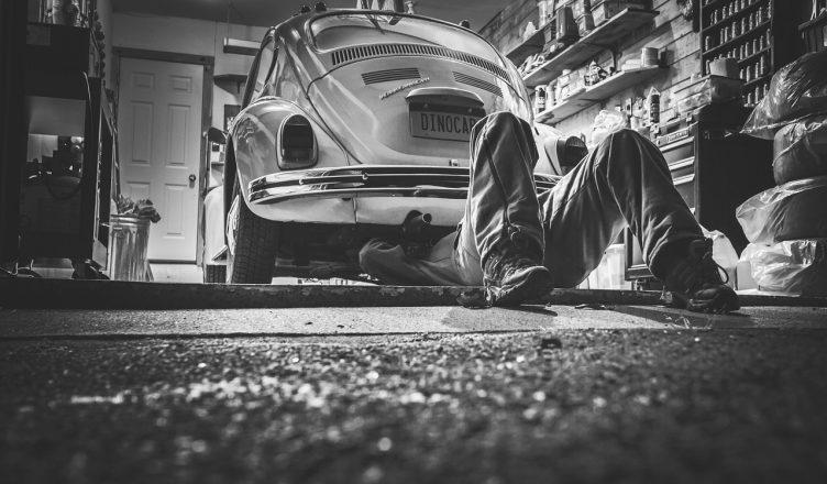 Jak i czym zabezpieczyć posadzkę betonową w garażu