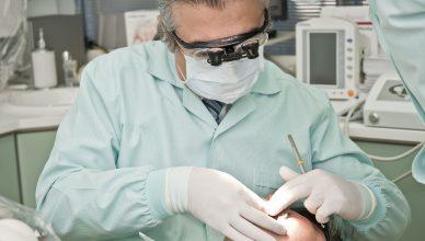 Dolegliwości po wszczepieniu implantów – jak sobie z nimi poradzić